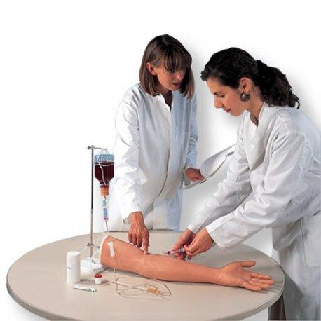 Model ruky k píchání injekcí